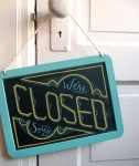 Closed_sign_lowres_01