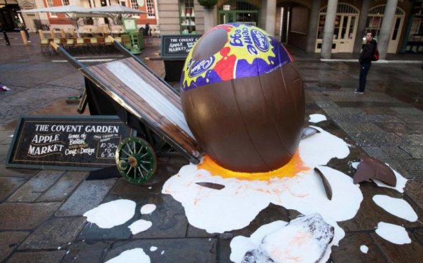 cadburys-celebrate-creme-egg-season-in-covent-garden-with-the-goo-games-141304394-569be8df2eb65